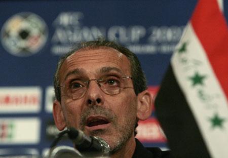 图文:[亚洲杯]越南VS伊拉克发布会 维埃拉发言