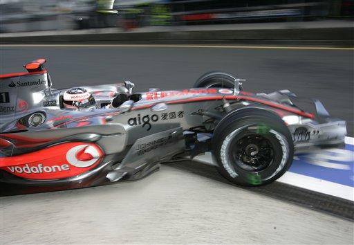 图文:[F1]欧洲站次回练习 阿隆索驶出维修间