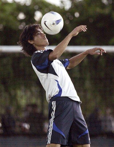 图文:[亚洲杯]日本备战袋鼠 中泽佑二停球