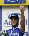 图文:环法自行车赛12赛段 夺冠的布南庆祝胜利