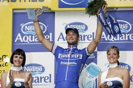 图文:环法自行车赛12赛段 比利时队布南夺冠