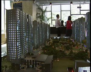 在北京,今年1至5月份新建商品住房售价平均涨幅高达10.1%,来自全国70个大中城市的最新统计标明,6月份房屋销售价格指数上涨6.4%,涨幅比上月增1个百分点,涨幅增速也创2005年11月份来最高值。