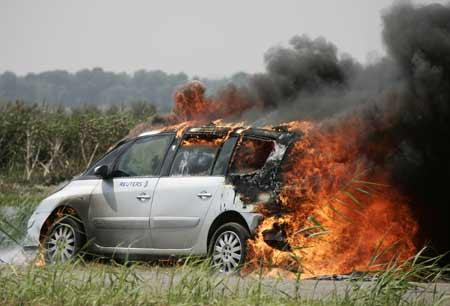 路透社采访车自燃