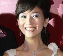 组图:赵雅芝龇牙咧嘴大笑