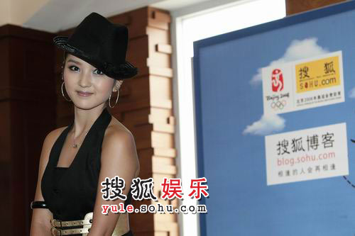 搜狐博客大会 何洁 李健接受独家采访03