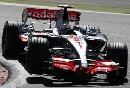 图文:[F1]欧洲站第三次练习 阿隆索入弯瞬间