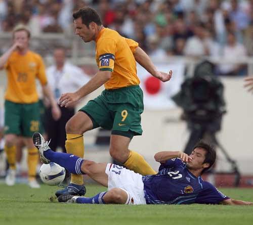 图文:[亚洲杯]日本VS澳洲 坦克维杜卡