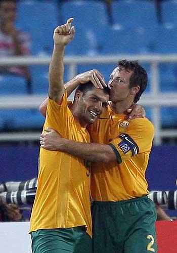图文:[亚洲杯]日本VS澳洲 阿洛伊西庆祝