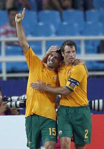 图文:[亚洲杯]日本VS澳洲 阿洛伊西建功