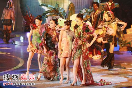 独家组图:16位准港姐献上热带风情舞 13