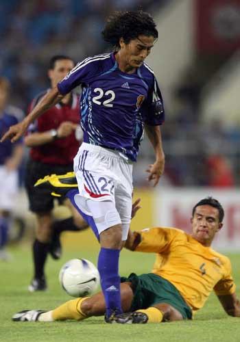 图文:[亚洲杯]日本5-4澳洲 中泽佑二突破