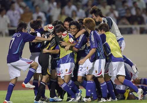 图文:[亚洲杯]日本5-4澳洲 叠罗汉