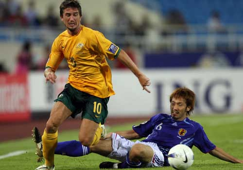 图文:[亚洲杯]日本5-4澳洲 背后出脚