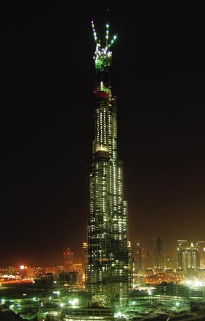 """图为7月21日发布的建设中的""""迪拜塔""""照片。新华社/法新"""