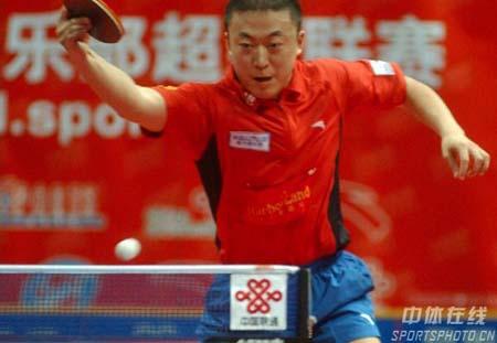 图文:乒超联赛第七轮 马琳反手直拍横打