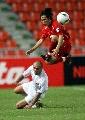 图文:[亚洲杯]伊拉克2-0越南 在比赛中带球进攻