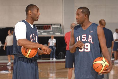 图文:美国男篮分组训练 科比与里德