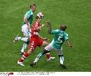 图文:[联赛杯]拜仁4-1不来梅 克洛泽被包夹