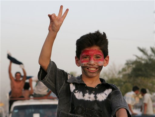 图文;[亚洲杯]伊拉克2-0越南 小球迷脸画油彩