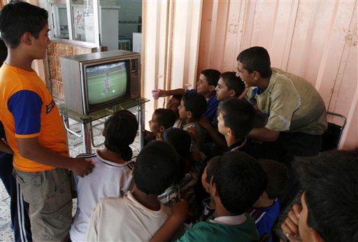 图文;[亚洲杯]伊拉克2-0越南 球迷聚众观战