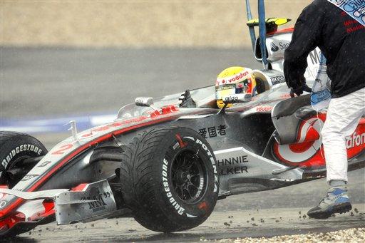 图文:[F1]德国站决赛事故 汉密尔顿冲出赛道