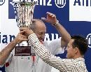 图文:[F1]阿隆索获欧洲站冠军 颁奖嘉宾舒马赫