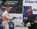 图文:[F1]阿隆索获欧洲站冠军 喷洒香槟庆祝