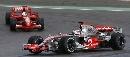 图文:[F1]阿隆索获欧洲站冠军 领先马萨的一刻