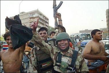 巴格达士兵开枪庆祝国家队晋级亚洲杯足球赛四强