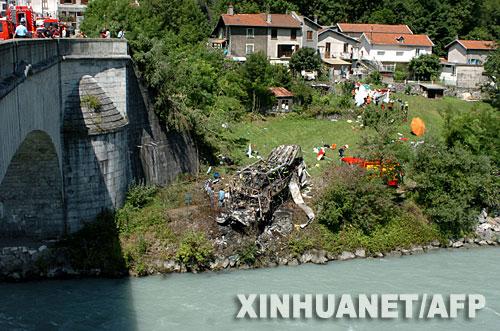 这是7月22日在法国格勒诺布尔附近拍摄的车祸现场。