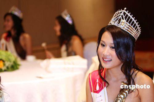 月22日,新出炉的二○○七年度香港小姐冠军张嘉儿在香格里拉酒店登台亮相与新闻界会面,畅谈选美获奖感受。现年23岁的张嘉儿来自温哥华,身高约五呎四、三围「33、24、33.5」,是一名大学生,嗜好旅游、滑板及滑雪,志向宣扬健康生活及食品安全,还想成为节目主持,较早前张嘉儿已获得「活力动感大使」奖项。