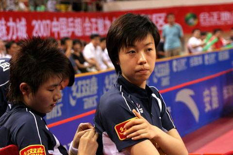 图文:乒超第七轮北大2:3首创 丁宁和张怡宁