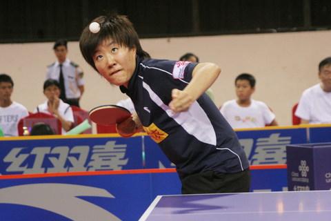 图文:乒超第七轮北大2:3首创 郭焱在比赛中