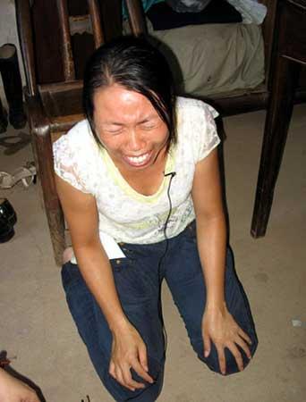 小慧后妈跪求媒体洗冤。