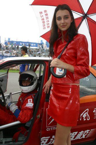 图文:[赛车]海驾车队主场作战 美女护航