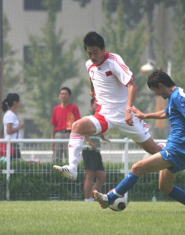 图文:[潍坊杯]国青1-1乌兹 国脚天马行空