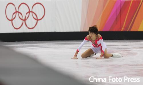 06年都灵张丹/张昊感动中国 张丹摔倒在冰面上
