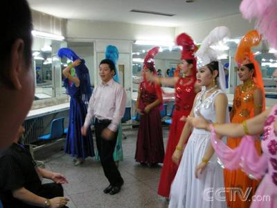 小撒学新疆民族舞蹈