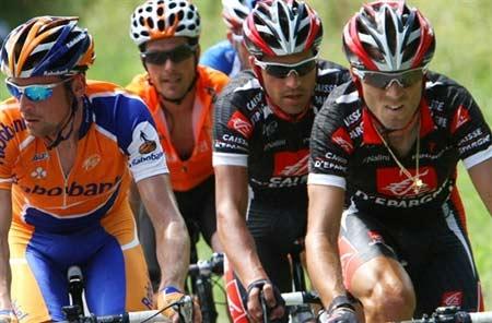 图文:环法自行车赛15赛段 山路考验选手体能