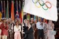 2004北京接过奥运会旗