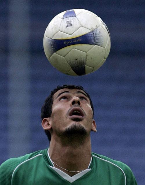 图文:[亚洲杯]伊拉克备战半决赛 尤尼斯训练