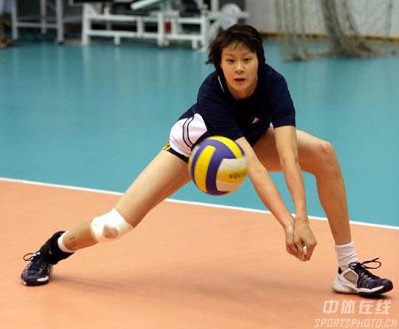图文:中国女排公开训练 赵蕊蕊伤势恢复喜人