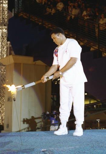 图文:历届奥运会主火炬手 亚特兰大阿里