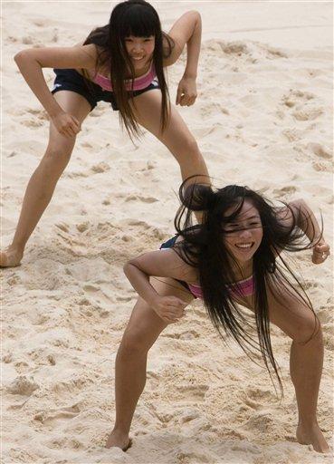 图文:沙滩排球女郎激情秀 美女们的热辣舞蹈