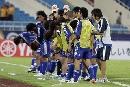 图文:[亚洲杯]沙特3-2日本 日本队员答谢观众