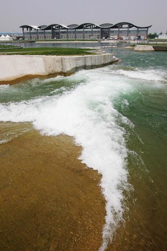 图文:北京顺义奥林匹克水上公园 远眺赛艇中心