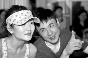 导演沈藤和谢娜一起观看演员排练。本报记者 任峰涛 摄