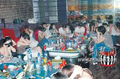 武汉派30名便衣夜访娱乐场所 从重打击吸毒(图)
