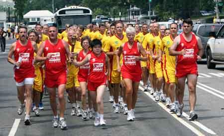 当地时间26日,2007上海世界夏季特奥会执法人员火炬跑(美国段)在华盛顿举行。