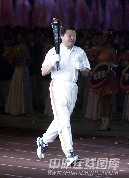 图文:2004年申奥代表团团员 许海峰重当火炬手
